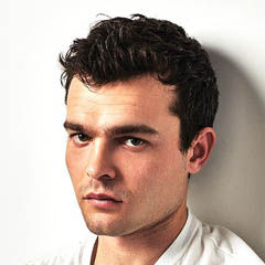 Alden Ehrenreich - Bildurheber: Von Photographer Dan Doperalski - Photographer Dan Doperalski, CC-BY-SA 4.0, https://commons.wikimedia.org/w/index.php?curid=50474409
