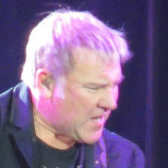 Alex Lifeson - Bildurheber: By Clalansingh - Photograph taken at Rush concert, CC BY-SA 3.0, https://en.wikipedia.org/w/index.php?curid=37390034