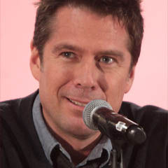 Alexis Denisof - Bildurheber: Von Gage Skidmore - https://www.flickr.com/photos/gageskidmore/18262900326/, CC BY-SA 2.0, https://commons.wikimedia.org/w/index.php?curid=40620182