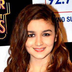 Alia Bhatt - Bildurheber: Von http://www.bollywoodhungama.com/ - http://www.bollywoodhungama.com/more/photos/view/stills/parties/id/3106402/ [1], CC BY 3.0, https://commons.wikimedia.org/w/index.php?curid=37380792