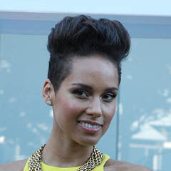 Alicia Keys - Bildurheber: Von Eva Rinaldi - http://www.flickr.com/photos/evarinaldiphotography/11149516844/, CC BY-SA 2.0, https://commons.wikimedia.org/w/index.php?curid=29963454