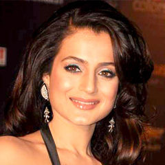Amisha Patel - Bildurheber: Von http://www.bollywoodhungama.com - http://www.bollywoodhungama.com/celebritymicro/images/id/85042/category/parties/type/view/imageid/1405167/, CC BY 3.0, https://commons.wikimedia.org/w/index.php?curid=19686614