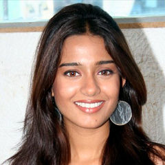 Amrita Rao - Bildurheber: Von Bollywood Hungama - http://www.bollywoodhungama.com/stills/partiesnevents/Nikhil_and_Amrita_promote_My_Name_Is_Anthony_Gonsalves/still27505.html, CC BY 3.0, https://commons.wikimedia.org/w/index.php?curid=16869050