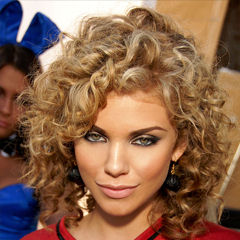 Annalynne McCord - Bildurheber: Von Toglenn - Own work by uploader - http://photos.imageevent.com/glennfrancis/releasedimages/large/AnnaLynne_McCord_2009.jpg, CC BY-SA 3.0, https://commons.wikimedia.org/w/index.php?curid=5852218