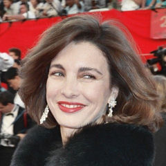 Anne Archer - Bildurheber: Von Anne_Archer,_1989-03.jpg: Alan Lightderivative work: Lashiec (talk) - Anne_Archer,_1989-03.jpg, CC BY 2.0, https://commons.wikimedia.org/w/index.php?curid=10679655