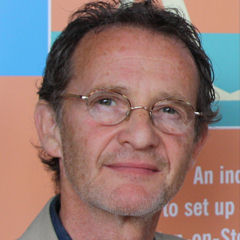 Anton Lesser - Bildurheber: Von Philip Vial - Flickr: Anton Lesser and Paul Rathkey, CC BY-SA 2.0, https://commons.wikimedia.org/w/index.php?curid=25351293