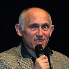 Armin Shimerman - Bildurheber: Von Beth Madison - http://www.flickr.com/photos/pixellle/2755692558/, CC BY 2.0, https://commons.wikimedia.org/w/index.php?curid=17148050