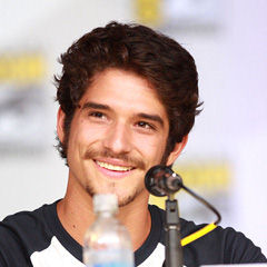 Tyler Posey - Bildurheber: Von Gage Skidmore from Peoria, AZ, United States of America - Tyler PoseyUploaded by Dudek1337, CC BY-SA 2.0, https://commons.wikimedia.org/w/index.php?curid=27403597