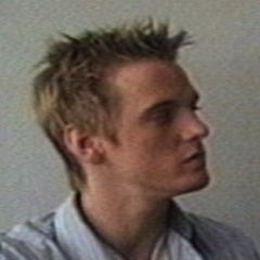 Aaron Carter - Bildurheber: Von derivative work: Darena mipt (talk)Aaron_Carter_and_Mike_Amenti.jpg: Mikeamenti - Aaron_Carter_and_Mike_Amenti.jpg, Gemeinfrei, https://commons.wikimedia.org/w/index.php?curid=4565868