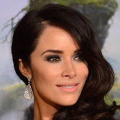 Abigail Spencer - Bildurheber: Von Photo by Mingle MediaTV, CC BY-SA 2.0, https://commons.wikimedia.org/w/index.php?curid=26948079