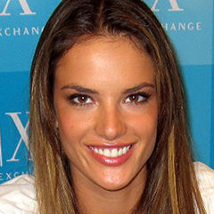 Alessandra Ambrosio - Bildurheber: Von Joey Pasion, M.D. Original uploader was Number1spygirl at en.wikipedia - Joey Pasion, M.D. Originally from en.wikipedia; description page is/was here., CC BY-SA 3.0, https://commons.wikimedia.org/w/index.php?curid=3065877