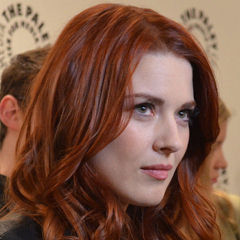Alexandra Breckenridge - Bildurheber: Von Red Carpet Report on Mingle Media TV - Flickr, CC BY-SA 2.0, https://commons.wikimedia.org/w/index.php?curid=40920856