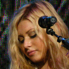 Aly Michalka - Bildurheber: By w:User:22ocean, User:Alexfusco5 [GFDL (http://www.gnu.org/copyleft/fdl.html) or CC BY-SA 3.0 (http://creativecommons.org/licenses/by-sa/3.0)], via Wikimedia Commons