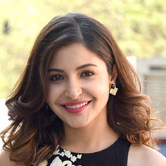 Anushka Sharma - Bildurheber: Von Bollywood Hungama - http://www.bollywoodhungama.com/more/photos/view/stills/parties/id/4716437, CC BY 3.0, https://commons.wikimedia.org/w/index.php?curid=38376375