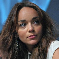 Ashley Madekwe - Bildurheber: Von jfer21 from Los Angeles, CA - Ashley Madekwe PaleyFest 12aUploaded by stemoc, CC BY-SA 2.0, https://commons.wikimedia.org/w/index.php?curid=28746705
