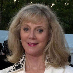 Blythe Danner - Bildurheber: By Rubenstein (Blythe Danner  Uploaded by Tabercil) [CC BY 2.0 (http://creativecommons.org/licenses/by/2.0)], via Wikimedia Commons