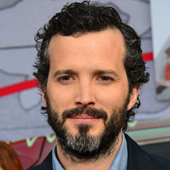 Bret McKenzie - Bildurheber: Von Mingle Media TV - https://www.flickr.com/photos/minglemediatv/13107042915/in/set-72157642252193135, CC BY-SA 2.0, https://commons.wikimedia.org/w/index.php?curid=31986449