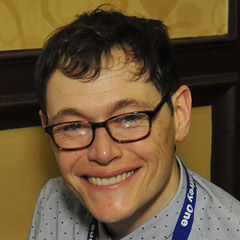 Burn Gorman - Bildurheber: Von Andrew Siguenza from Everett, WA, USA - Burn Gorman Autographed a Bluray, CC BY-SA 2.0, https://commons.wikimedia.org/w/index.php?curid=54852119