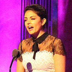 Cecily Strong - Bildurheber: By The Peabody Awards - https://www.flickr.com/photos/peabodyawards/18605051111/in/album-72157653831641128/, CC BY 2.0, https://commons.wikimedia.org/w/index.php?curid=44097918