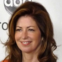 Dana Delany - Bildurheber: Von Greg Hernandez - Dana Delaney, CC BY 2.0, https://commons.wikimedia.org/w/index.php?curid=11810460