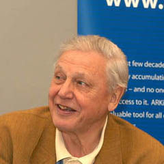 David Attenborough - Bildurheber: Von Wildscreen's photograph of David Attenborough at ARKive's launch in Bristol, England © May 2003, CC BY 2.5, https://commons.wikimedia.org/w/index.php?curid=1763288