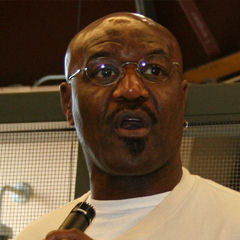 Delroy Lindo - Bildurheber: Von Mike Wooldridge - Delroy Lindo at Spelling Bee, CC BY-SA 2.0, https://commons.wikimedia.org/w/index.php?curid=6635129