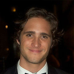 Diego Boneta - Bildurheber: Von Hispanic LifestyleUploaded by MyCanon - Diego Boneta, CC BY-SA 2.0, https://commons.wikimedia.org/w/index.php?curid=21732638
