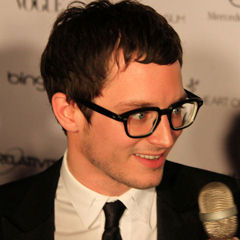 Elijah Wood - Bildurheber: Von ElijaWood.jpg: Parriswellsderivative work: RanZag (talk) - ElijahWood.jpg, CC BY 3.0, https://commons.wikimedia.org/w/index.php?curid=17768893