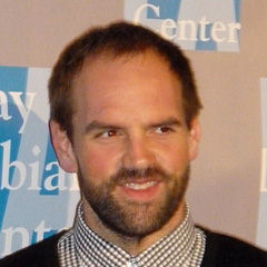 Ethan Suplee - Bildurheber: Von Greg Hernandez - Ethan Suplee Chely Wright meets Cyndi Lauper at An Evening With Women event, CC BY 2.0, https://commons.wikimedia.org/w/index.php?curid=15005660