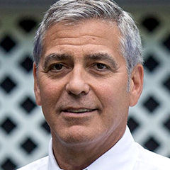 George Clooney - Bildurheber: Von White House/Pete Souza - https://www.facebook.com/WhiteHouse/photos/pcb.10155095309249238/10155095259989238/?type=3&theater#, Gemeinfrei, https://commons.wikimedia.org/w/index.php?curid=54624262