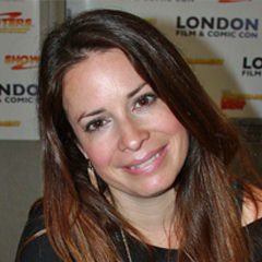 Holly Marie Combs - Bildurheber: Von BDCLondon Photography - Holly Marie Combs, CC BY-SA 2.0, https://commons.wikimedia.org/w/index.php?curid=20298202