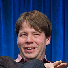 Ike Barinholtz - Bildurheber: Von iDominick - http://www.flickr.com/photos/82924988@N05/15287551193/, CC BY-SA 2.0, https://commons.wikimedia.org/w/index.php?curid=37090961