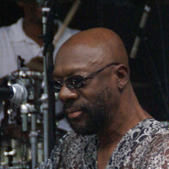 Isaac Hayes - Bildurheber: Von William Henderson darkfiber22 - fragment of this photo, CC BY 2.0, https://commons.wikimedia.org/w/index.php?curid=4300916
