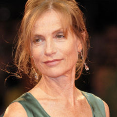 Isabelle Huppert - Bildurheber: Von nicolas genin from Paris, France - 66ème Festival de Venise (Mostra), CC BY-SA 2.0, https://commons.wikimedia.org/w/index.php?curid=7898667