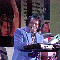 James Brown - Bildurheber: Von Dbking @ Flickr - http://www.flickr.com/photos/bootbearwdc/39038159/, CC BY 2.0, https://commons.wikimedia.org/w/index.php?curid=1496467