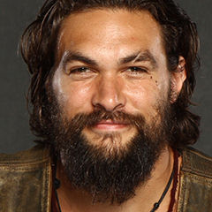 Jason Momoa - Bildurheber: Von Florida Supercon - https://www.flickr.com/photos/floridasupercon/14633741106/, CC BY 2.0, https://commons.wikimedia.org/w/index.php?curid=33995510