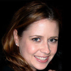 Jenna Fischer - Bildurheber: Von Romina Espinosa at http://www.rominaespinosa.com - http://www.flickr.com/photos/rominaespinosa/2586033375/in/set-72157603238719252/, CC BY-SA 3.0, https://commons.wikimedia.org/w/index.php?curid=5755837