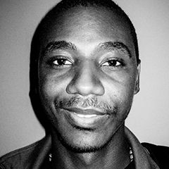 Jerrod Carmichael - Bildurheber: By Kyle Mizono at CleftClips - https://www.flickr.com/photos/cleftclips/7396251704, CC BY 2.0, https://commons.wikimedia.org/w/index.php?curid=47457446