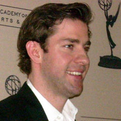 John Krasinski - Bildurheber: Von Kristin Dos Santos - Flickr, CC BY-SA 2.0, https://commons.wikimedia.org/w/index.php?curid=6274207
