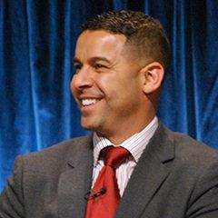 Jon Huertas - Bildurheber: Von Genevieve719 - cropped from http://www.flickr.com/photos/genevieve719/6841602162/in/photostream, CC BY 2.0, https://commons.wikimedia.org/w/index.php?curid=18723948