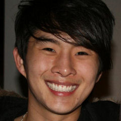 Justin Chon - Bildurheber: Von Britany Star from Boom City, USA - Justin Chon and Me, CC BY-SA 2.0, https://commons.wikimedia.org/w/index.php?curid=6647741