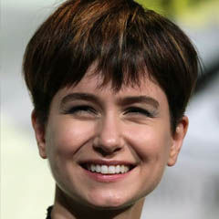 Katherine Waterston - Bildurheber: Von Gage Skidmore, CC BY-SA 3.0, https://commons.wikimedia.org/w/index.php?curid=50378401