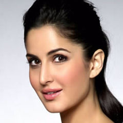 Katrina Kaif - Bildurheber: Von http://www.bollywoodhungama.com - http://www.bollywoodhungama.com/more/photos/view/stills/parties-and-events/id/1659680, CC BY 3.0, https://commons.wikimedia.org/w/index.php?curid=25457932