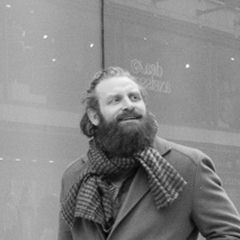 Kristofer Hivju - Bildurheber: Von Patrik Nygren - https://www.flickr.com/photos/lattefarsan/15752636034/, CC BY-SA 2.0, https://commons.wikimedia.org/w/index.php?curid=38684458