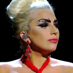 Lady Gaga - Bildurheber: Von https://www.flickr.com/photos/138755517@N02/23945738453/in/dateposted-public/ - https://www.flickr.com/photos/138755517@N02/23945738453/in/dateposted-public/, CC BY 2.0, https://commons.wikimedia.org/w/index.php?curid=41221281