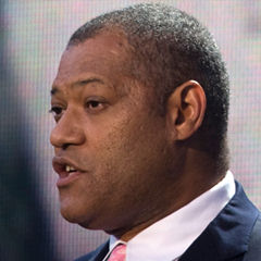 Laurence Fishburne - Bildurheber: Von Chad J. McNeeley, U.S. Navy - http://www.defenseimagery.mil; VIRIN: 090524-N-0696M-205 (cropped), Gemeinfrei, https://commons.wikimedia.org/w/index.php?curid=7034066