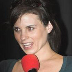 Leah Cairns - Bildurheber: Von Lee - http://www.scifievents.co.uk/gallery/, CC BY-SA 3.0, https://commons.wikimedia.org/w/index.php?curid=3556112