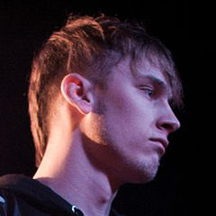 Machine Gun Kelly - Bildurheber: Von Andy Menarchek - http://www.flickr.com/photos/andymenarchek/8535043461/, CC BY 2.0, https://commons.wikimedia.org/w/index.php?curid=26199041