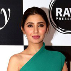 Mahira Khan - Bildurheber: By Bollywood Hungama - http://www.bollywoodhungama.com/news/parties-and-events/ranbir-kapoor-katrina-kaif-others-grace-vogue-beauty-awards-2016/vogue-beauty-awards-2016-33, CC BY 3.0, https://commons.wikimedia.org/w/index.php?curid=51447005