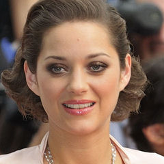 Marion Cotillard - Bildurheber: Von nicogenin → flickr.com - →Diese Datei ist ein Ausschnitt aus einer anderen Datei: Marion Cotillard (July 2009) 1.jpg, CC BY-SA 2.0, https://commons.wikimedia.org/w/index.php?curid=19568283